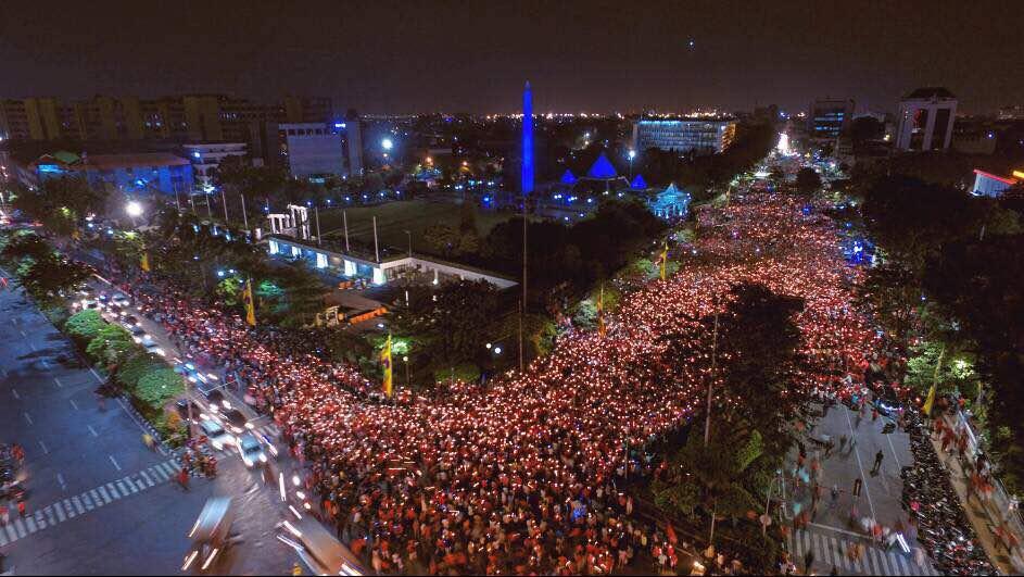 aksi 1000 lilin di Surabaya