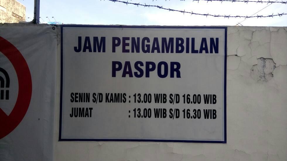 jam pengambilan paspor pada hari biasa